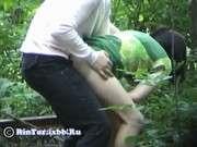 Порно в лесу офигенной дамочкой