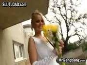 Поссу в рот чужой невесте