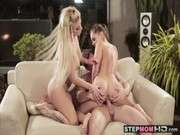 Секс ролик с мамой и дочкой